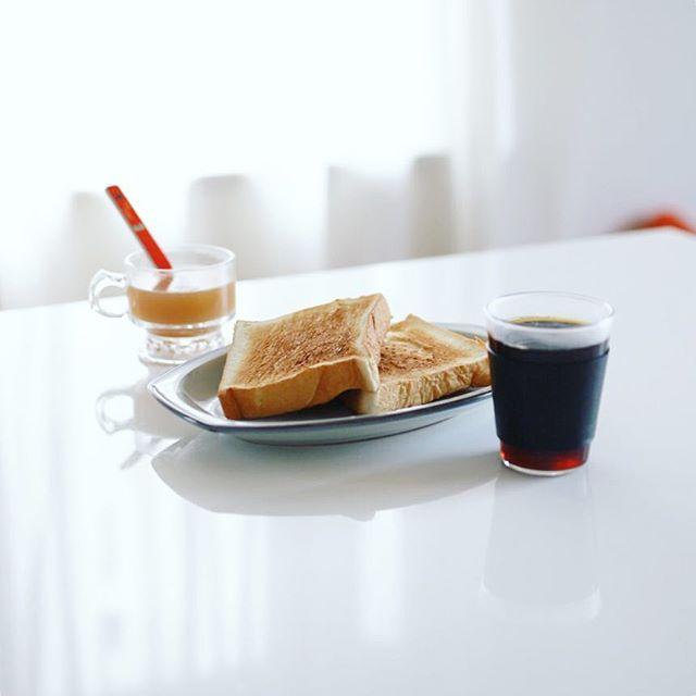 グッドモーニングコーヒー&乃が美トースト。うまい! (Instagram)