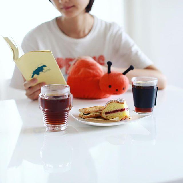 お菓子屋Riettoさんのラムレーズンサンドとヴィクトリアケーキでコーヒータイム。東別院てづくり朝市のお土産。うまい! (Instagram)