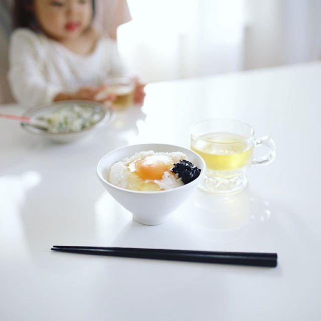 グッドモーニング卵かけごはん。海苔の佃煮+ごまラー油。うまい! (Instagram)