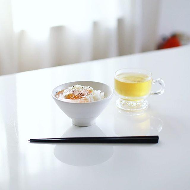 グッドモーニング卵かけごはん。オリーブオイル+粉チーズ+黒胡椒+岩塩。うまい! (Instagram)