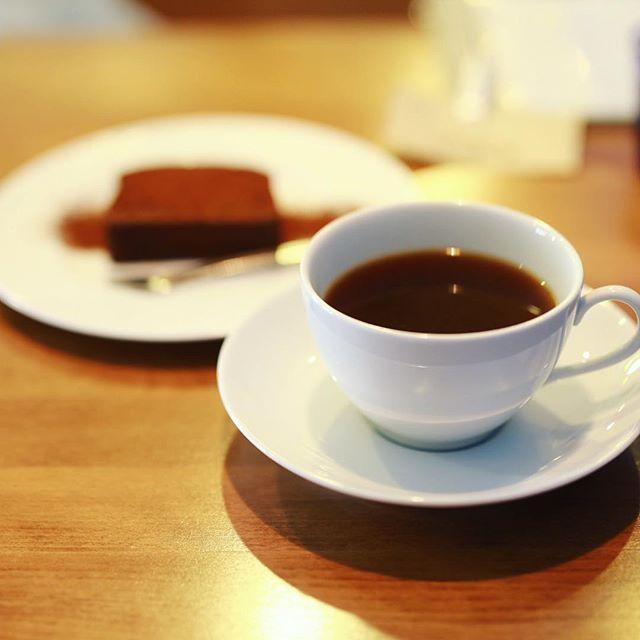 #OISEAUCOFFEE 新舞子のオワゾーコーヒーでおやつタイム。ガトーショコラ&コーヒー。うまい!. #オニマガ愛知散歩 (Instagram)