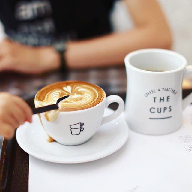 GOLPIE COFFEEとTHE CUPSのコラボレーションが今日から始まったので3時のコーヒー休憩。写真撮ろうとした一瞬のスキをついて赤ちゃんが横からドゥーンってやっちゃったー。うまい!#オニマガ名古屋散歩 (Instagram)