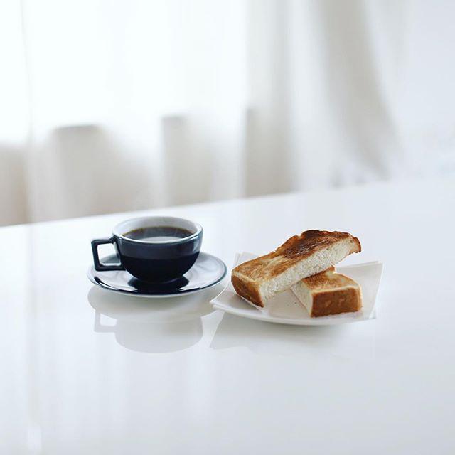 ベーカリーピカソの湯種トーストでグッドモーニングコーヒー。うまい! (Instagram)
