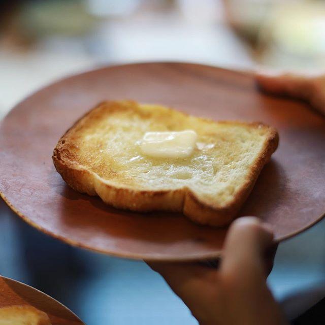 今日は千代田のMondで朝ごはん会。今回はバルミューダトースターで美味しいパンを食べる会。うまい! (Instagram)