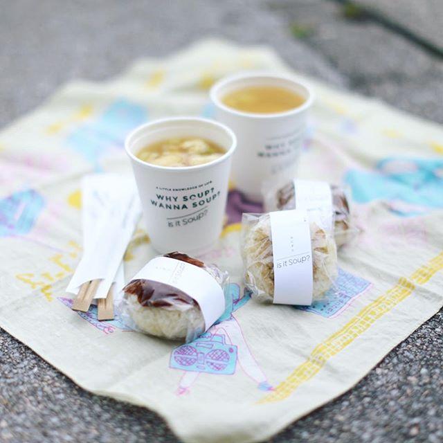 久屋大通公園光の広場にピクニックしに来たよ。is it soup?で今井醸造の味噌を使ったお味噌汁とおにぎりをテイクアウト。出汁と味噌の組み合わせが自分で選べるシステムで楽しい。うまい!#オニマガ名古屋散歩 (Instagram)