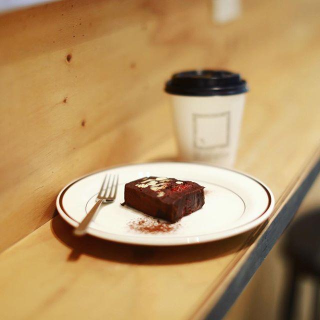 食後のおやつに&EATでショコラテリーヌ&コーヒー。うまい!#オニマガ名古屋散歩 ・#andeat #trunkcoffee (Instagram)