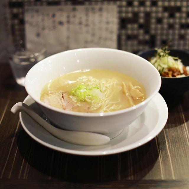 大須のなるとやにラーメン食べに来たよ。塩ラーメン&チャーシュー丼。うまい!#オニマガ名古屋散歩 (Instagram)