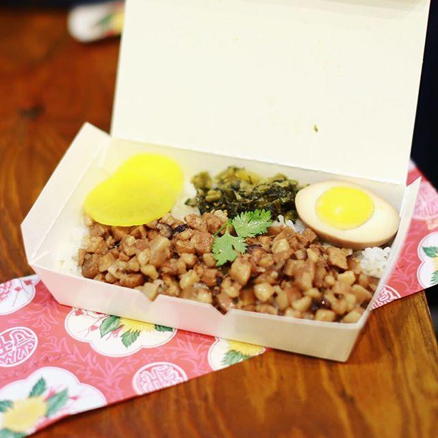 タイペイシャオツーがラーダーのキオスクに来てたので、夜ごはんは魯肉飯。うまい!#オニマガ名古屋散歩・#kioskbykakuozanlarder #名古屋パルコ (Instagram)