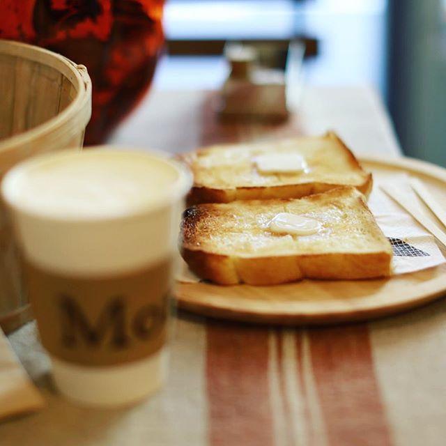 今日は鶴舞・千代田でハロウィンスタンプラリーをやってるので朝から散歩に来たよ。小学生以下はあちこちのお店でお菓子がもらえるっていう千代田散歩な企画。まずはMondでモーニング。コーヒー&バタートースト。うまい!#オニマガ名古屋散歩 (Instagram)