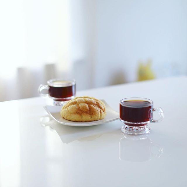 はぴぱんのプレミアメロンパンでグッドモーニングコーヒー。来月大須にもお店できるみたい。うまい!そして今日はPICマガジン東京写真部! (Instagram)