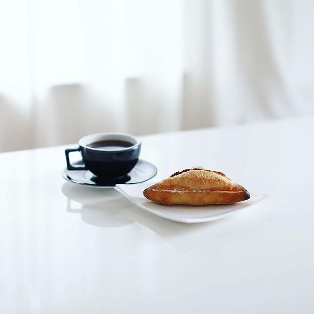 パンドールまるたけのミルクフランスでグッドモーニングコーヒー。うまい! (Instagram)