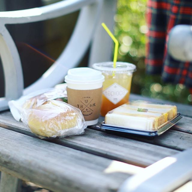 久屋大通公園でやってるパンマルシェ8に遊びに来たよ。いろいろなお店のパン&トランクコーヒー&HANDのタピオカジュースでお昼ごはん。うまい!#オニマガ名古屋散歩 (Instagram)