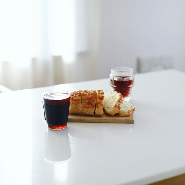 FAUCHONのパン・オ・フロマージュでグッドモーニングコーヒー。うまい! (Instagram)