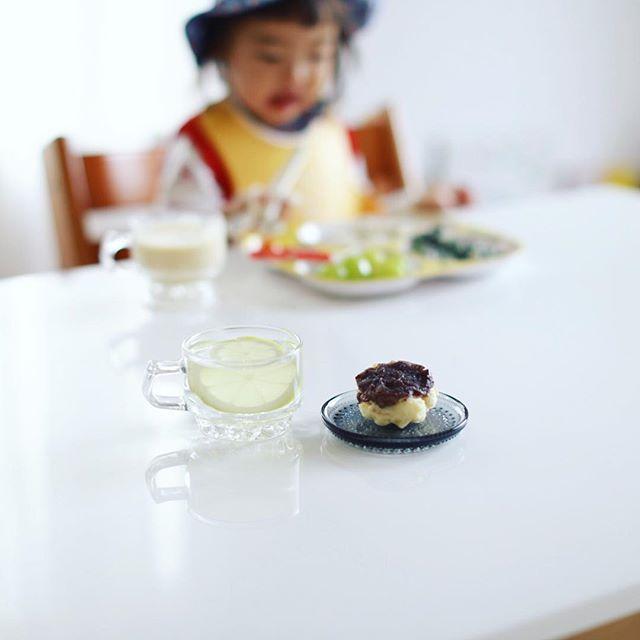 季節の洋菓子と天然酵母パン #あおい で買ってきた小倉の豆腐マフィン&ホットコーラでグッドモーニング。うまい! (Instagram)