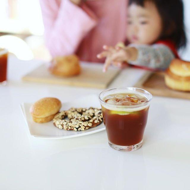#terreaterre #テーラテール のソンプルサンとブリオッシュとグラノーラのパンでグッドモーニングコーヒー。エアロプレスで濃いコーヒー作って、自家製コーラシロップと合わせてエスプレッソ風コークも作ってみたー。超うまい! (Instagram)