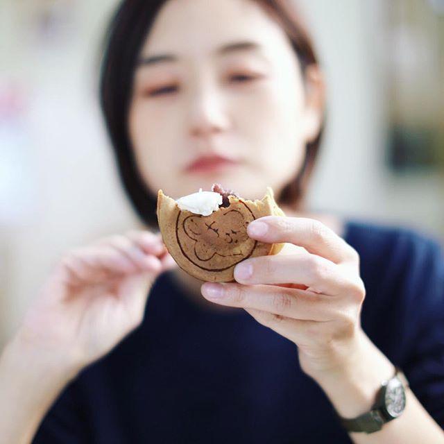 中村区役所のおやつ饅頭でおやつタイム。小倉あんのおやつ饅頭80円。これにクリームぜんざいのクリームをつけながら食べるのがお店のおじさんのオススメ。うまい!#オニマガ名古屋散歩 (Instagram)