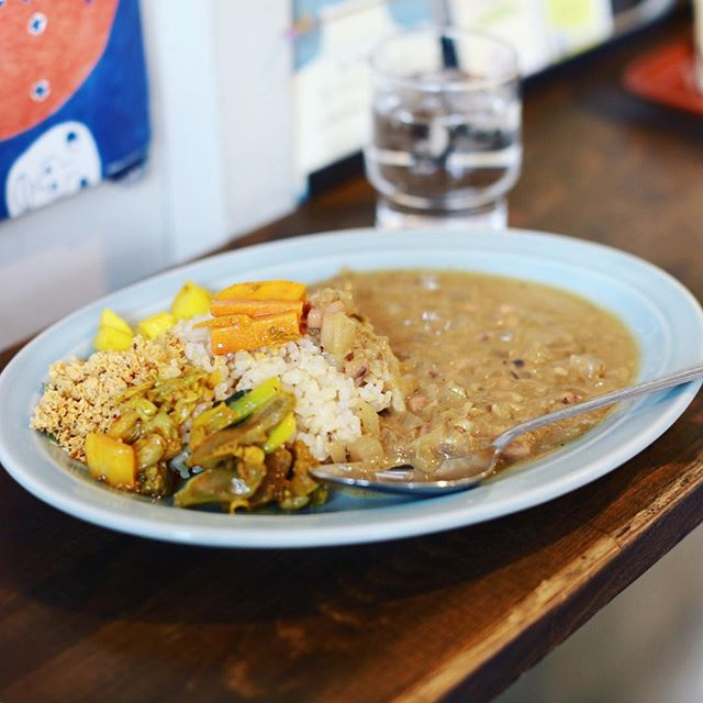 大須のサチコブラウニーにカレー食べに来たよ。3時のおやつカレー。今月は魚介のカレー。うまい!#オニマガ名古屋散歩 (Instagram)