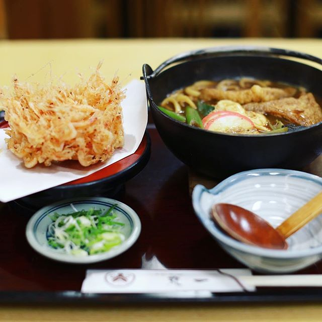 大須の手打麺舗丸一に桜えび天味噌煮込みうどんを食べに来たよ。うまい!#オニマガ名古屋散歩 (Instagram)