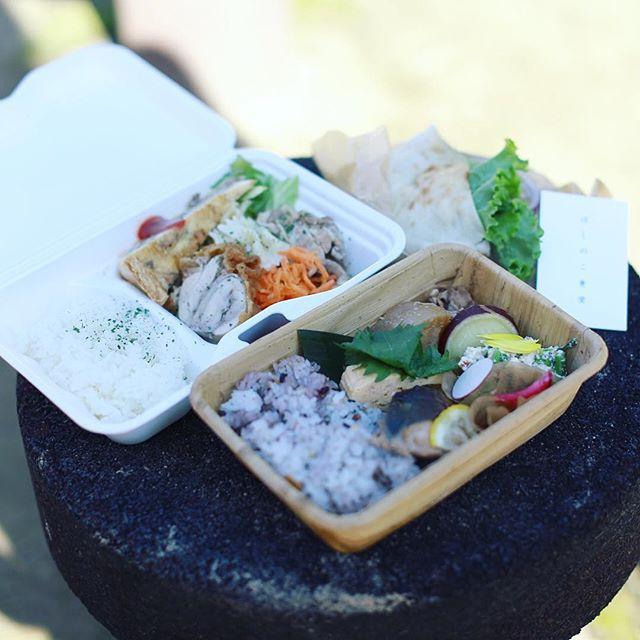 一宮のRe-TAiLでやってるMOGマルシェに遊びに来たよ。ほしのこ食堂のお弁当とハングアウトコーヒーのお弁当とピタパン太郎でお昼ごはん。うまい! (Instagram)