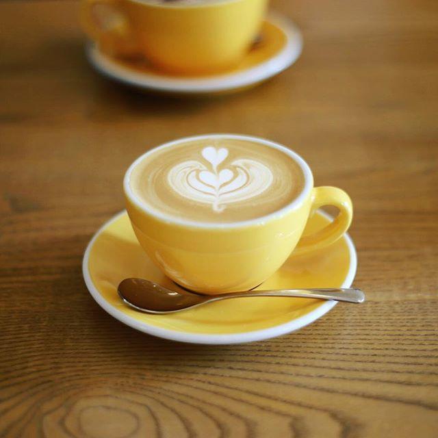 ベーリングプラントまで散歩して食後のカフェラテ休憩。うまい!#オニマガ名古屋散歩 (Instagram)