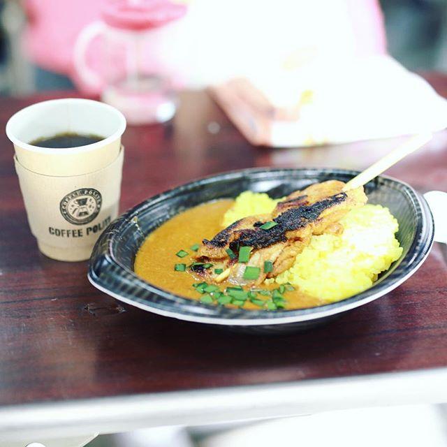 ひなた市に遊びに来たので、ベビーダのチキンカレー&COFFEE POLITEでお昼ごはん。うまい!#オニマガ名古屋散歩 (Instagram)