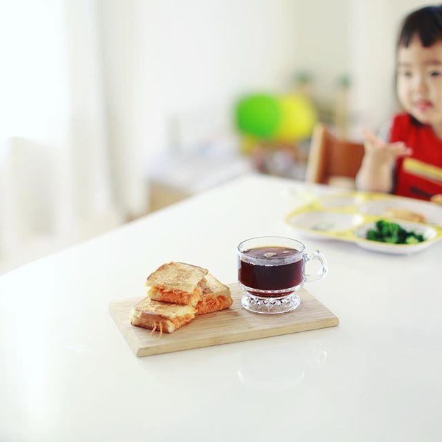 チーズとキャロットラペのホットサンドでグッドモーニングコーヒー。うまい! (Instagram)