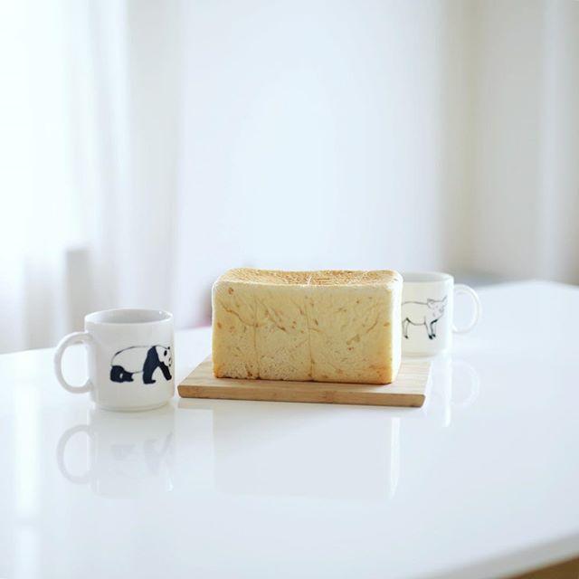 よいことパンまるかじりでグッドモーニングコーヒー。うまい! (Instagram)