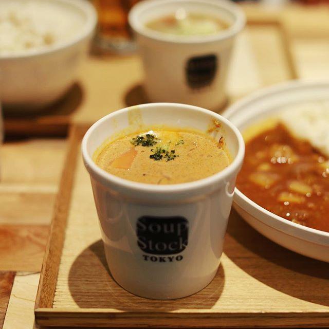 #soupstocktokyo 今日の夜ごはんはスープストックトーキョーで温野菜とチーズのブラウンシチュー&カレー。うまい!#オニマガ名古屋散歩 (Instagram)