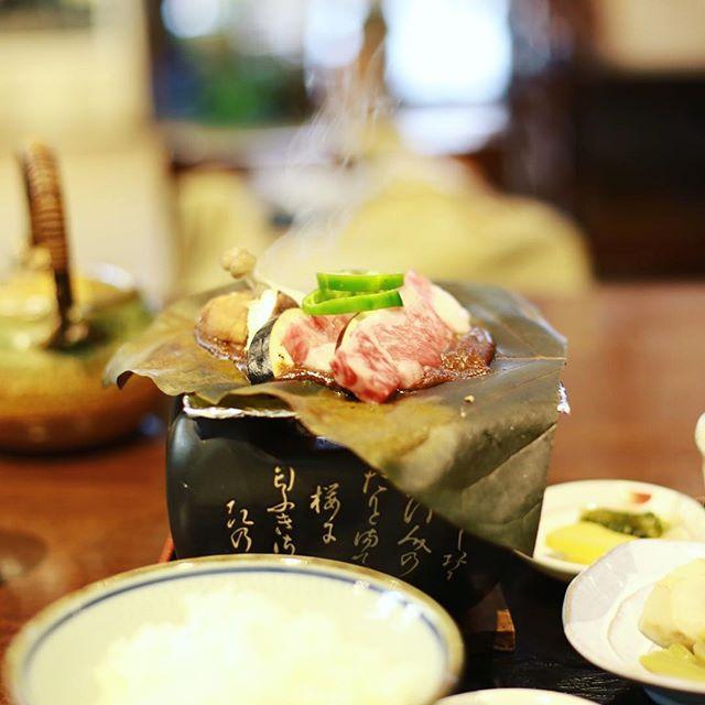 朝から白山中居神社神社でお参りして、山を下って道の駅古今伝授の里やまとで朴葉味噌定食。うまい! (Instagram)