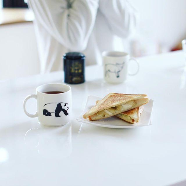 バナナ+クリームチーズ+蜂蜜のホットサンド&紅茶でグッドモーニング。うまい! (Instagram)