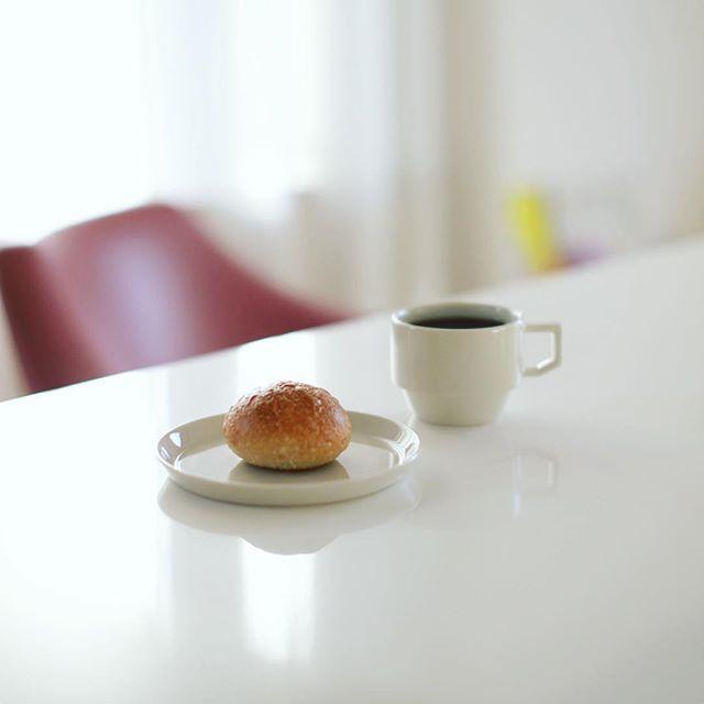 芒種のココナッツプチでグッドモーニングコーヒー。うまい! (Instagram)
