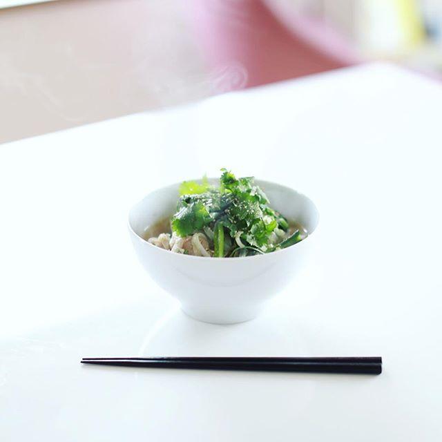 今日のお昼ごはんは、昆布といりこ出汁の和風フォー野菜もりもり。うまい! (Instagram)