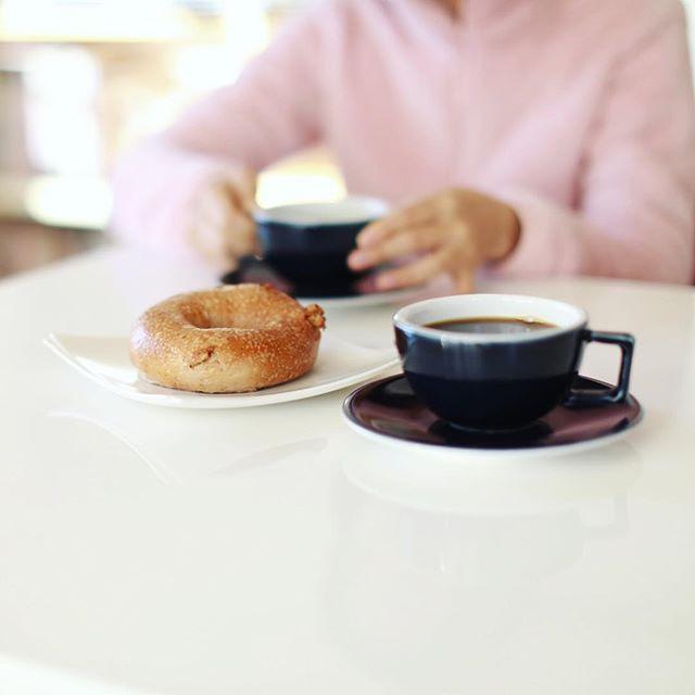 #littleplusbagel リトルプラスベーグルのくるみベーグルでグッドモーニングコーヒー。うまい! (Instagram)