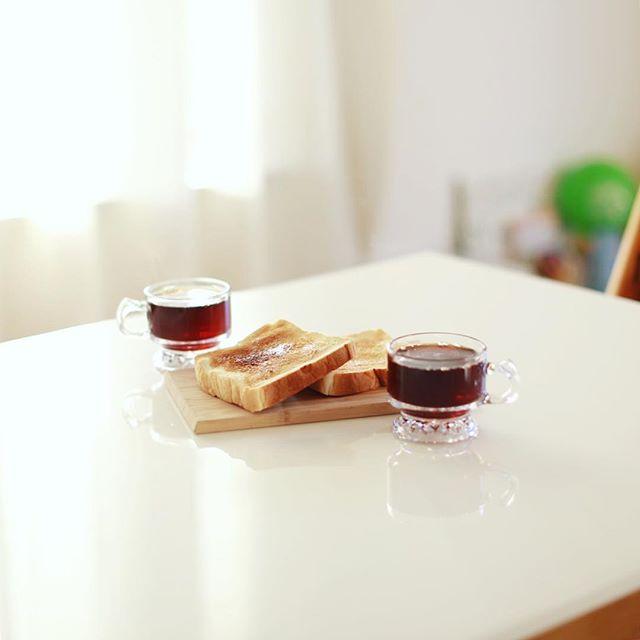 覚王山い志かわの食パンでバタートーストなグッドモーニングコーヒー。うまい! (Instagram)