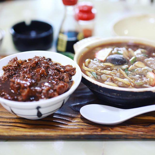 大須の丸福うどん店で、どてめし&味噌煮みうどん。うまい!#オニマガ名古屋散歩 (Instagram)