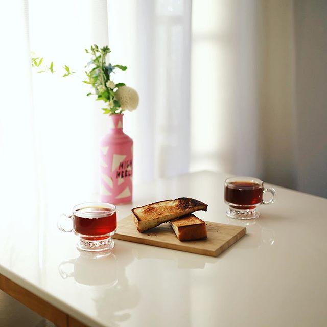 グッドモーニングコーヒー&山うにとうふトースト。うまい! (Instagram)