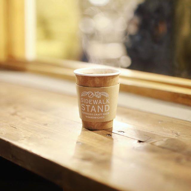 SIDEWALK STANDでコーヒー2次会。外の気温が涼しくてちょうどいいなー。うまい! (Instagram)