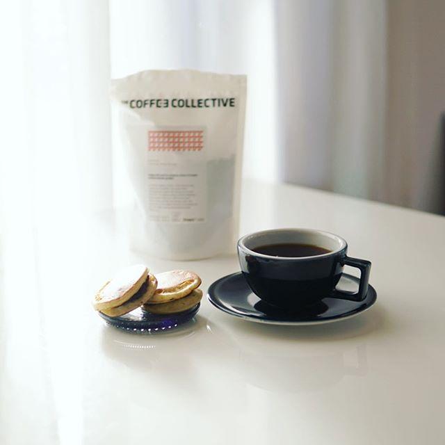 グッドモーニングコーヒー&大判焼き。朝起きると母娘チームが大判焼き屋さんごっこをやっていた。そしてコーヒーはPNB Coffeeで買ったやつをお土産でもらったTHE COFFEE COLLECTIVEのエチオピアアクメルヌリ。うまい! (Instagram)