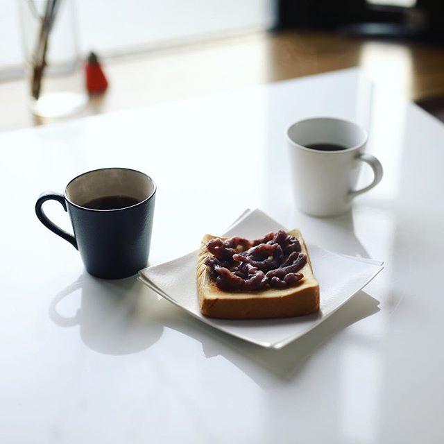 グッドモーニング小倉トースト&コーヒー。昨日の大曽根写真部のお土産。うまい! (Instagram)