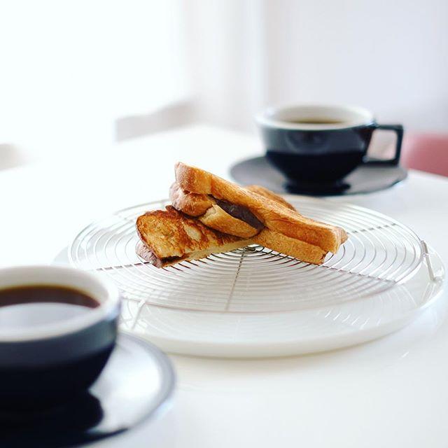 あんクリームチーズホットサンドでグッドモーニングコーヒー。うまい! (Instagram)