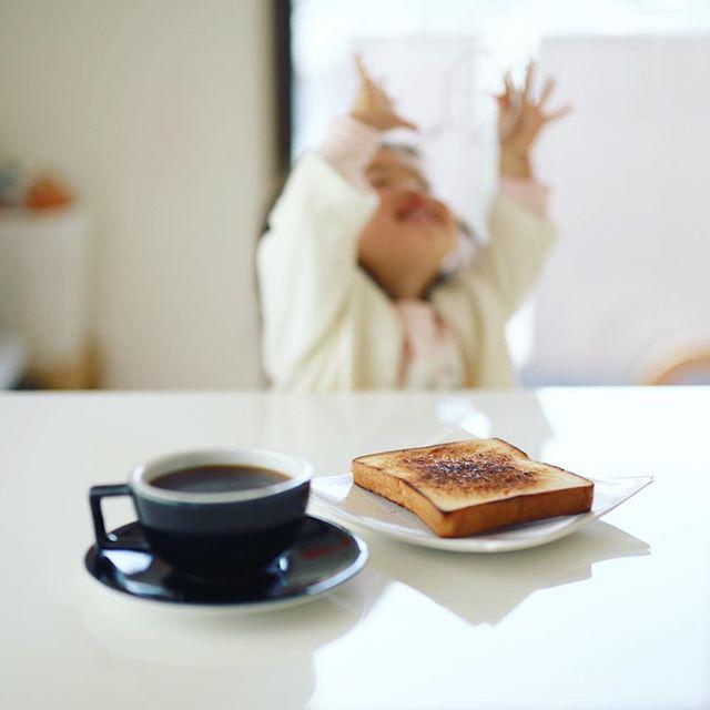 グッドモーニングコーヒー&ワイヤードリッパーで何かと交信する人。うまい! (Instagram)