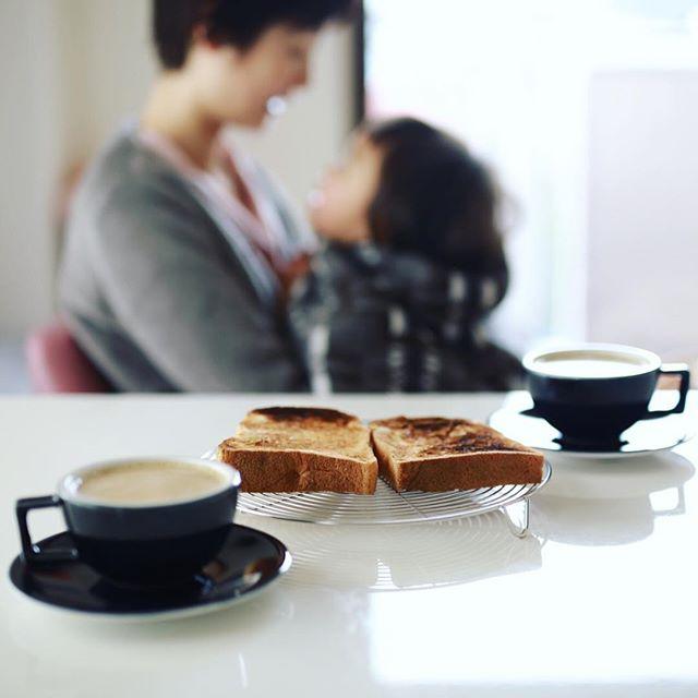 グッドモーニングカフェオレ&七人姉妹トースト。コーヒー豆25g/抽出2分30秒300cc/牛乳100cc。カフェオレがなんだか好きな感じにできたのでレシピメモ。うまい! (Instagram)
