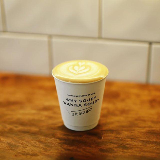 is it soup?で3時のカフェラテ&ポテトワッフル休憩。ラテのこんもり感。うまい!#オニマガ名古屋散歩 (Instagram)