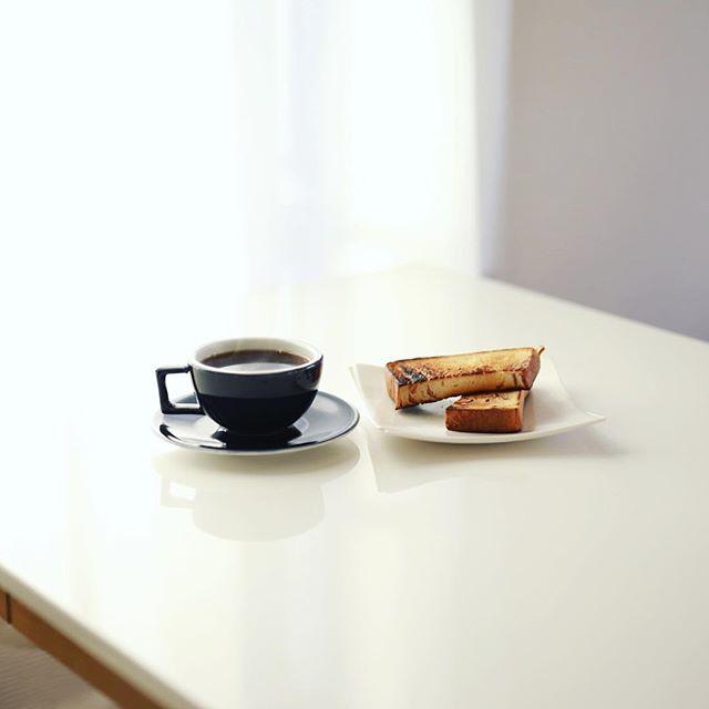 グッドモーニングコーヒー&メープルトースト。うまい! (Instagram)
