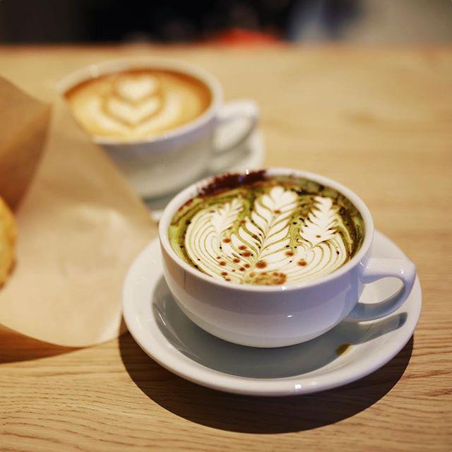 矢場町にオープンしたSTREAMER COFFEE COMPANYにコーヒー飲みに来たよ。ミリタリーラテ&ストリーマーラテ&マフィン。うまい!#オニマガ名古屋散歩-#streamercoffeecompany #streamercoffee #ストリーマーコーヒーカンパニー (Instagram)