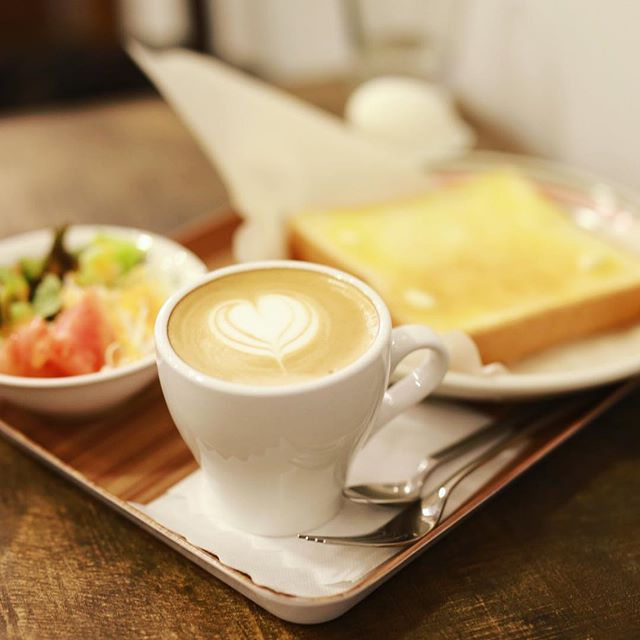 Meihoku COFFEEでグッドモーニングコーヒー。カフェラテ&モーニングセット。うまい!#オニマガ名古屋散歩 (Instagram)
