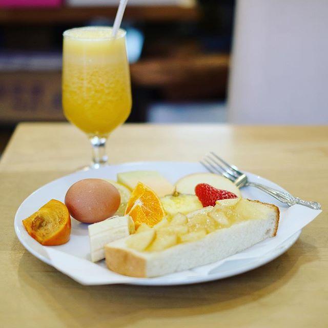 桜山のトップフルーツ八百文にモーニングしに来たよ。デコポン&りんごのフレッシュジュース+モーニングセット。フルーツモリモリ。うまい!#オニマガ名古屋散歩 (Instagram)