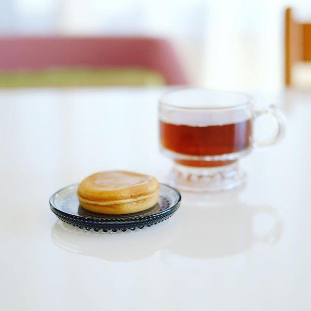 花桔梗の花どらとほうじ茶で3時のおやつ休憩。うまい! (Instagram)