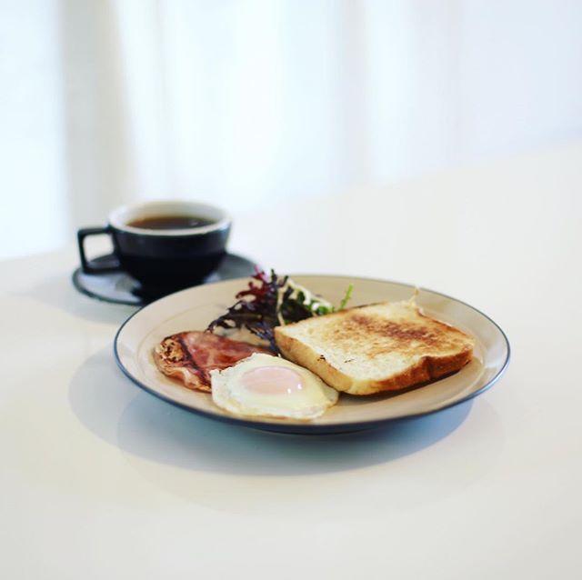 グッドモーニングハムエッグトースト&コーヒー。うまい! (Instagram)