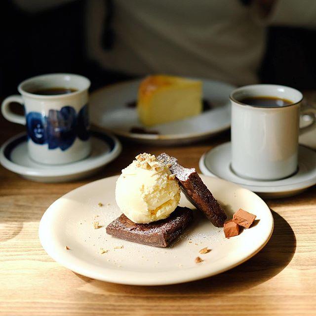 マルヨシコーヒーでおやつ休憩。コーヒー&ブラウニーサンドアイス。うまい!#オニマガ名古屋散歩ー#xf35mmf2 (Instagram)